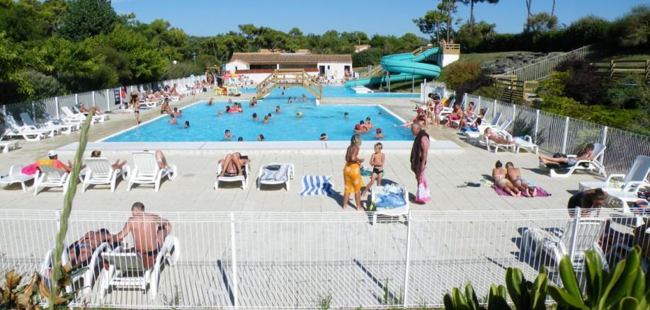 La piscine camping vend e les onch res ile de for Camping ile noirmoutier avec piscine