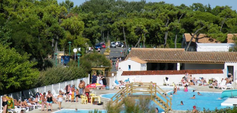 La piscine camping vend e les onch res ile de for Camping ile de noirmoutier avec piscine